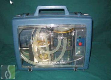 LAERDAL hordozható szívópumpa